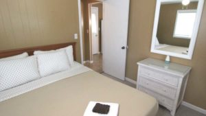 Cabin-6-Bed-1b